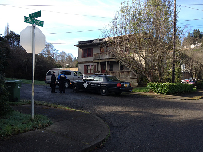 Police investigate death in Coos Bay 00