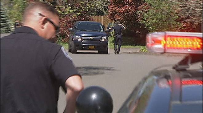 Police search for suspect on Willamette and 27th (8)