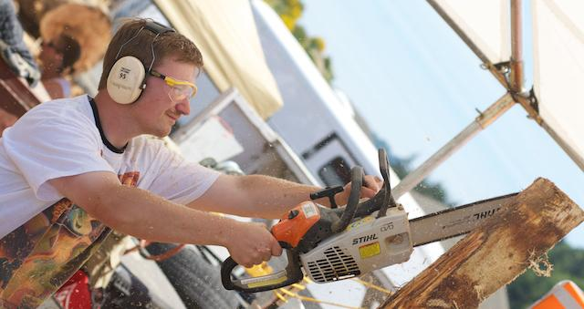 Reedsport Chainsaw Sculpting Championships 2012 (6)