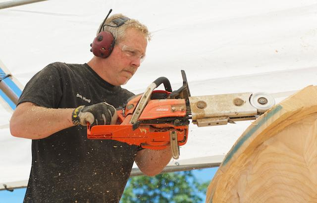 Reedsport Chainsaw Sculpting Championships 2012 (7)