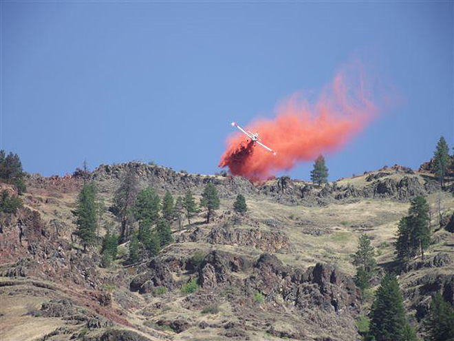 Retardant drop from a SEAT on Big Sheep 2 fire in Hells Canyon