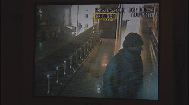 Rooftop burglar breaks in to bowling alley (1)