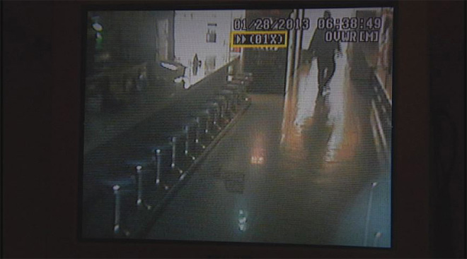 Rooftop burglar breaks in to bowling alley (6)