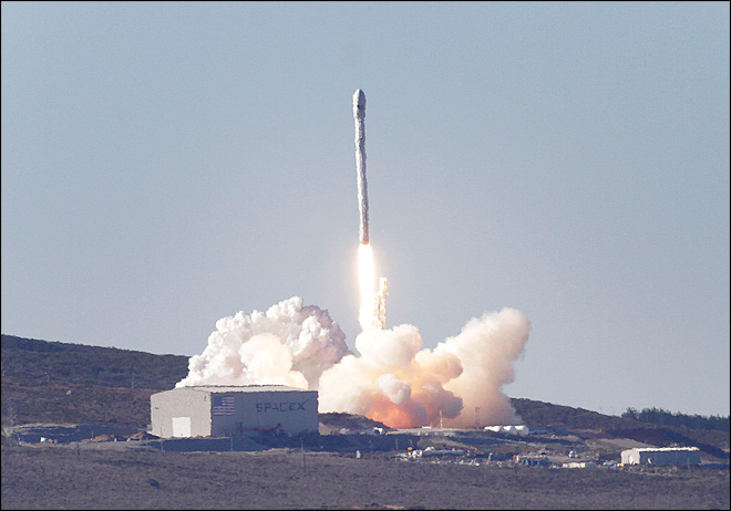 SpaceX launches Canadian satellite from California