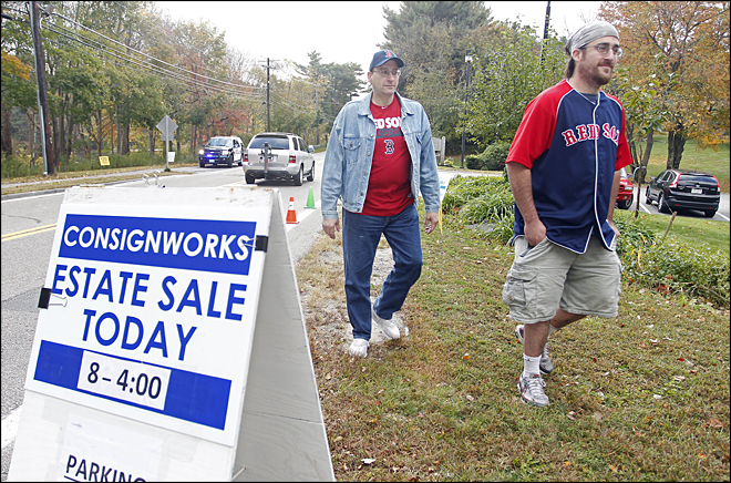 Schilling estate sale draws shoppers to Mass. home