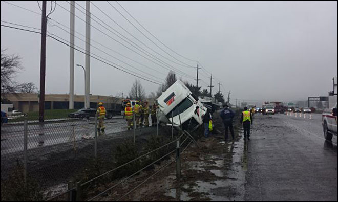 Police: Inmate workers injured when semi truck crashes along I-5