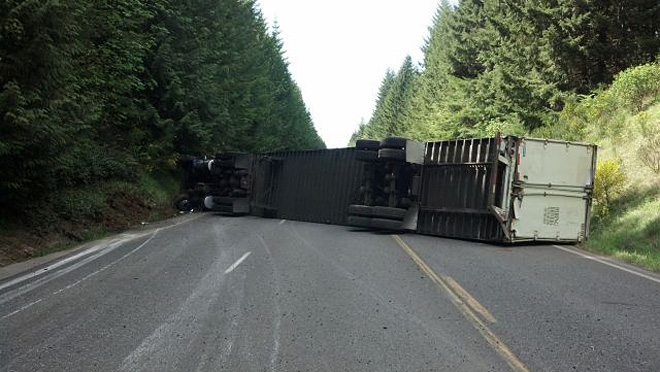 Semi-truck overturns and blocks Hwy 58 near Oakridge 02