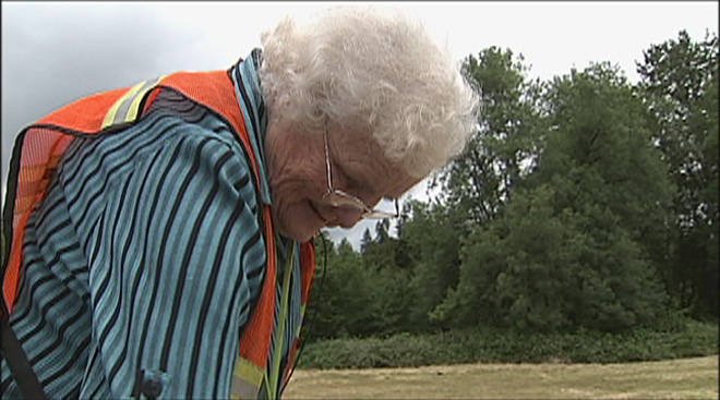 Senior citizen lends a helping hand to her town