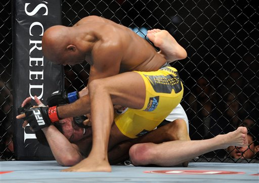 Former Oregon wrestler Sonnen stopped by Silva in rematch