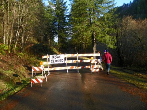 Stagecoach Road closed (7)