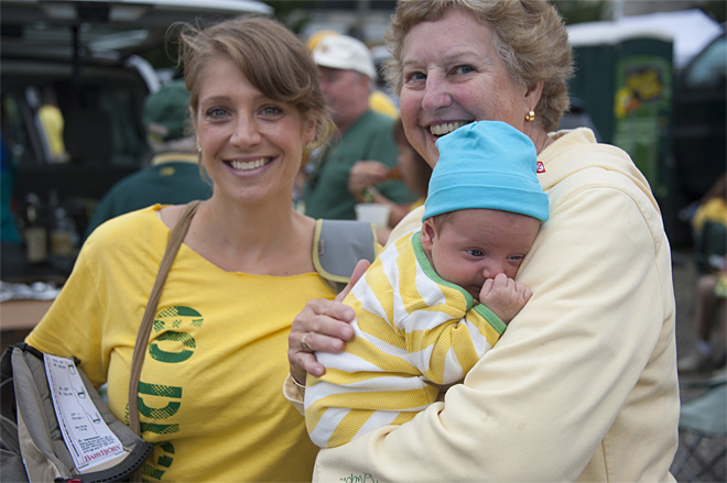 Tailgating as Oregon hosts Tennessee - 20 - Photo by Tristan Fortsch