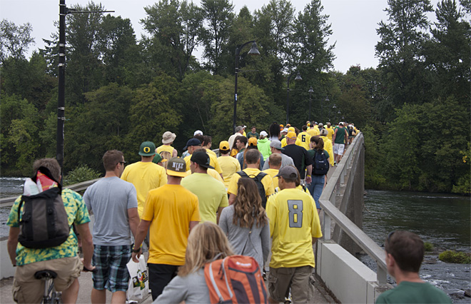 Tailgating as Oregon hosts Tennessee - 24 - Photo by Tristan Fortsch