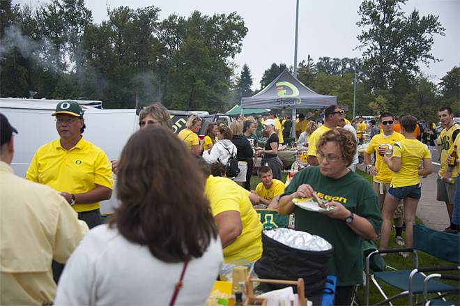Tailgating as Oregon hosts Tennessee - 25 - Photo by Tristan Fortsch