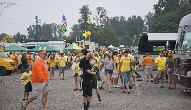 Tailgating as Oregon hosts Tennessee - 29 - Photo by Tristan Fortsch