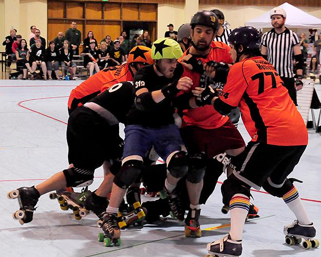 The Lane County Concussion and Emerald City Roller Girls host The Big O -08- Photo by Noah Gurevich_Oregon NewsLab