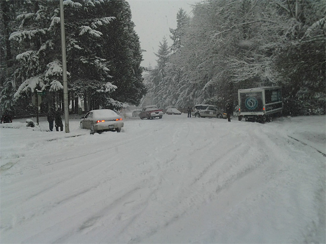 Eugene Police urge drivers to stay off snow-covered streets