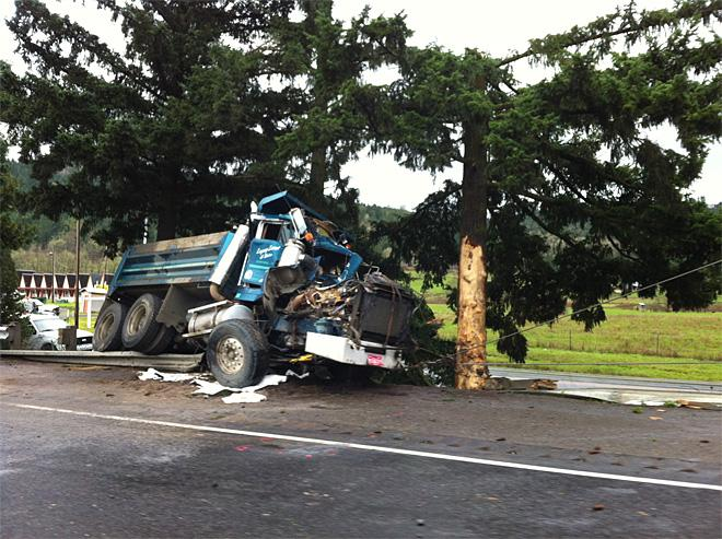 Truck crash in Sutherlin 00