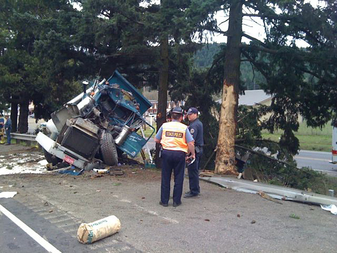 Truck crash near Sutherlin 01