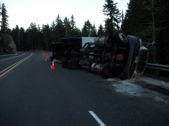 Sleeping co-trucker injured in crash near Willamette Pass