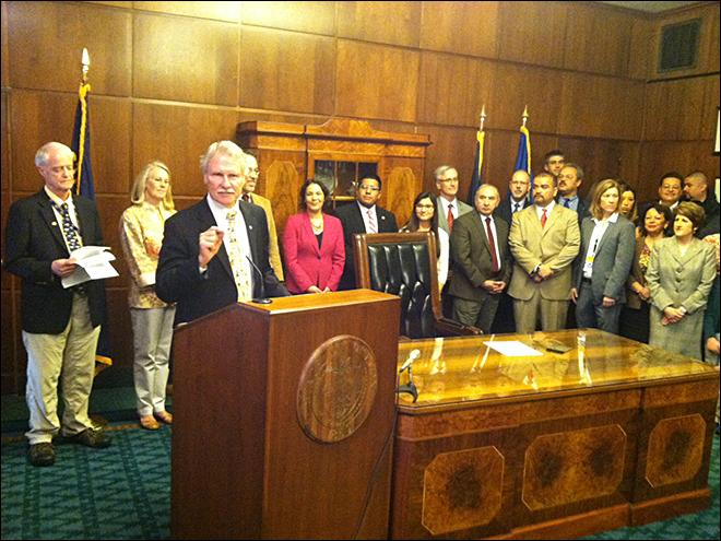 Governor signs tuition bill for young immigrants