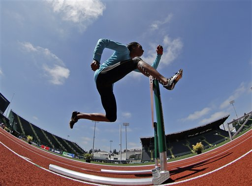 Hayes returns to hurdles after all but retiring