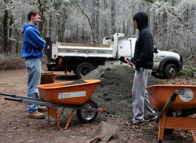 Volunteers help maintain Hendricks Park (12)