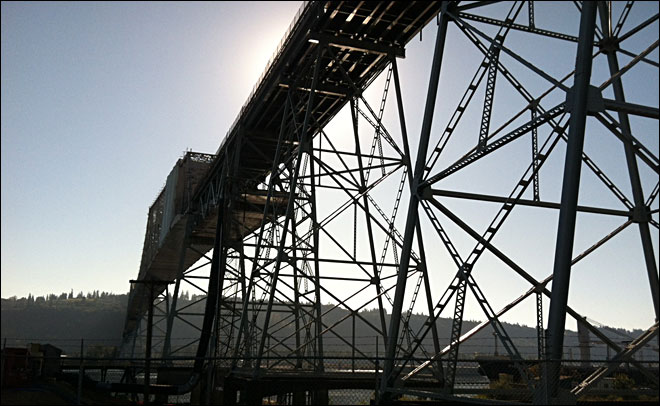 Bridge worker presumed dead after fall into Columbia River
