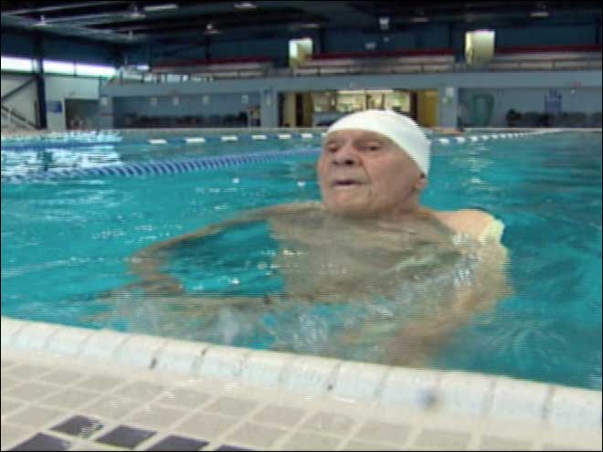 104-year-old man sets swimming records