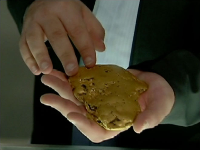 Giant six pound gold nugget found in California