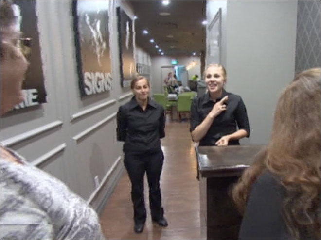 Restaurant introduces diners to sign language