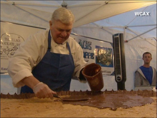 'Take a Look at This': World's largest peanutbutter cup