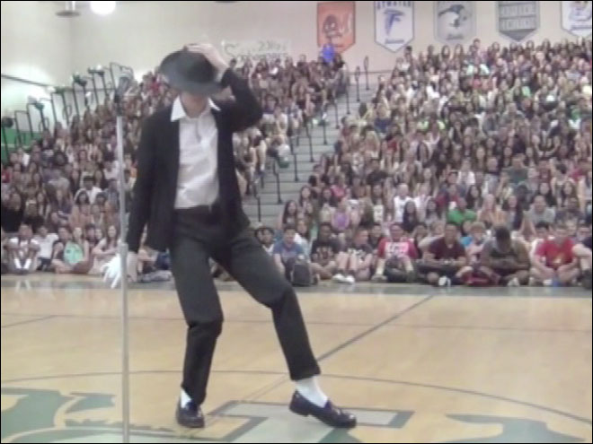 Teen Michael Jackson imitator goes viral