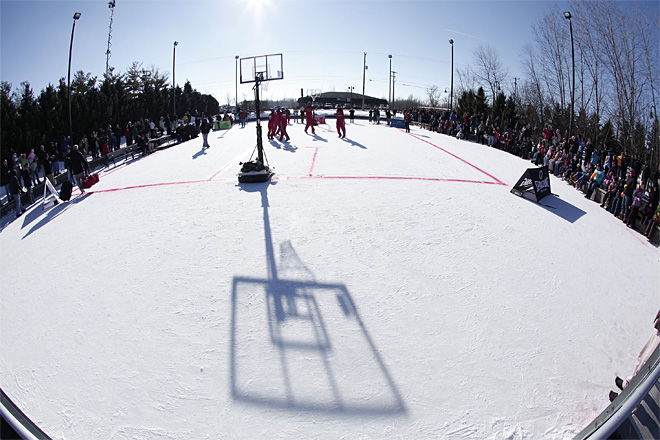 HARLEM GLOBETROTTERS TO PLAY OUTDOOR GAME ON ICE IN MICHIGAN ON