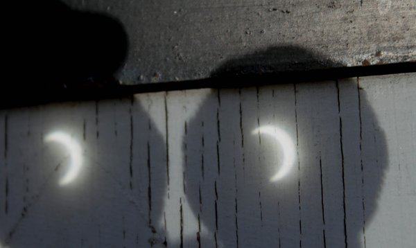jerryrainey photo of eclipse projected through binoculars