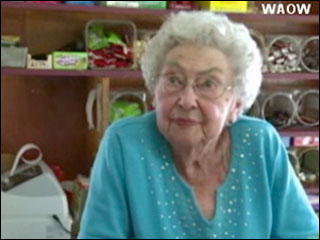 96-year-old store clerk stands up to robber