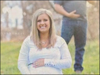 Maternity photo with hubby goes viral