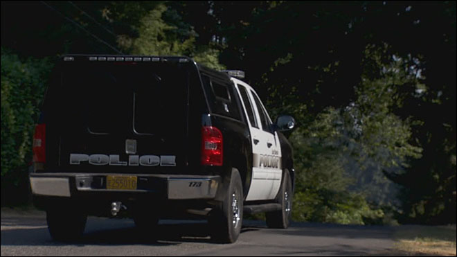 Neighbors on edge as police search for Lake Oswego murder suspect