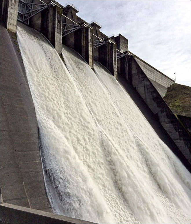 Lookout Point Dam releases 90,000 gal. a second into Willamette