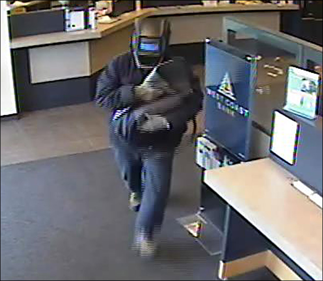 Masked men rob Southeast Salem bank Monday afternoon